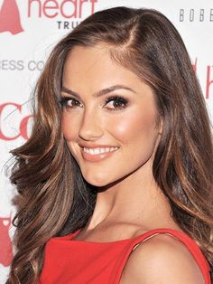 The 15 Sexiest Celebrity Makeup Looks of the Moment: Minka Kelly Veronica Lake, Beauty Trends, Beauty Hacks, Celebrity Makeup Looks, Celebrity Style, Actrices Sexy, Bobe, Oily Hair, L'oréal Paris