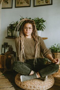Apr 2020 - Light brown ombre boho synthetic double ended dreadlocks White Girl Dreads, Dreads Girl, White Guy Dreadlocks, Dreads With Undercut, Hippie Dreads, Blonde Dreads, Dreadlock Hairstyles, Braided Hairstyles, Black Hairstyles