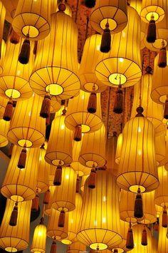 lanterns in Hangzhou, China . lanterns in Hangzhou, China Plus Hangzhou, Jaune Orange, Shades Of Yellow, Colour Yellow, Gray Color, Paper Lanterns, Hanging Lanterns, Hanging Lights, Happy Colors