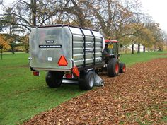 This multifunctional vacuum sweeper can be equipped to form a leaf sweeper or to act as a strategic partner for use on the golf course. Lawn Tractors, Small Tractors, Lawn Equipment, Heavy Equipment, Leaf Sweeper, Yard Tools, Landscaping Company, Lawn Care, Vacuums