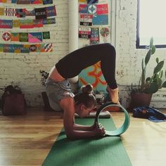 Believe it or not, you can beat the blues with yoga! Yoga is a great mood enhancer that requires no drugs or medications. Yoga Flow, Yoga Meditation, Yoga Photography, Lifestyle Photography, Esprit Yoga, Yoga Vinyasa, Dharma Yoga, Yoga Props, Partner Yoga