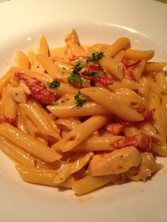 Mezzanine Otero. Tube pasta, chicken, sundried tomatoes, and fresh tarragon in a delicate pink sauce. #fornobistro #Italian #pasta
