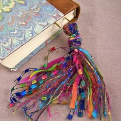 Bookmark BIG 4 Oversized Paperclip & Fancy Rainbow by BrookMarks Diy Tassel, Tassel Jewelry, Fabric Jewelry, Tassels, Diy Keychain, Keychains, Yarn Crafts, Diy Crafts, Collar Hippie
