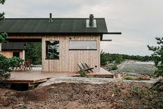 〚 Modern wooden cabin with sauna on rocky island in Finland 〛 ◾ Photos ◾Ideas◾ Design Ideas De Cabina, Summer Cabins, Wooden Cabins, Wood Siding, Cabin Homes, Tiny Homes, Nordic Design, Prefab, Cladding