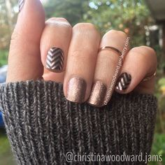 A little Rose Gold on a Cold winters day! ummm YESSS!!! Shop with me:https://SharasNailShop.jamberry.com Look above is Satin Rose Gold Chevron and Rose Gold Sparkle