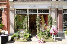 Moyses Stevens, chelsea in bloom, window display, flowers, flower dress, garden, London display, window shopping!