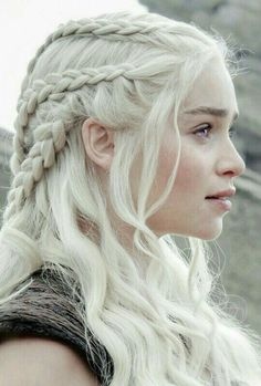 Find images and videos about Queen, game of thrones and emilia clarke on We Heart It - the app to get lost in what you love. Dessin Game Of Thrones, Mother Of Dragons, Emilia Clarke, White Hair, Queen, Hair Inspiration, My Hair, Daenerys Targaryen, Hair Makeup