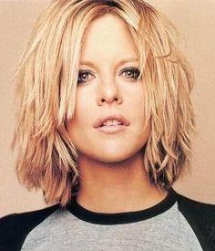 Meg Ryan choppy hair look Medium Choppy Haircuts, Layered Haircuts For Women, Layered Bob Hairstyles, Curly Haircuts, Medium Choppy Layers, Short Choppy Bobs, Medium Shaggy Bob, Choppy Layers For Long Hair, Messy Layers