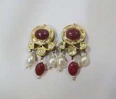 Beautiful design & set Navratan stones in it. Antique Jewellery Designs, Victorian Jewelry, Antique Jewelry, Jewelry Design, Beautiful Earrings, Beautiful Necklaces, Stone Earrings, Gold Earrings, 18k Gold Jewelry