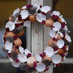 Fotogalerie: Nevyhazujte skořápky z vajec. Vyrobte si z nich parádní velikonoční věnec