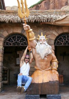 Criança feliz Orlando, Statue, Facebook, Disney, Lisbon, Orlando Florida, Sculptures, Disney Art, Sculpture