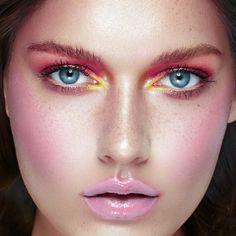 #Frühling #Makeup #Farben #Frisch #Jetzt #Bei #Beautyprice #Inspirieren #Lassen  Sonne, Wärme, Frühlingsblüher und jede Menge positive Energie. Der Frühling scheint wirklich endlich da zu sein... Zeit für ein neues Makeup. Lasst Euch bei uns auf dem Beautyguide oder im Shop inspirieren:  https://www.beautyprice.de/suchen?q=fr%C3%BChling  Euer Beautyprice Team :-)  Finde 💡 Deine liebsten #Beautyprodukte💄im #Preisvergleich 💸 und sichere Dir das #günstigste #Angebot 🛒…