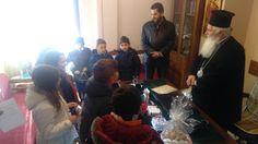Τα πρώτα Κάλαντα του Σεβασμιωτάτου από παιδιά του Συλλόγου Μικρασιατών Θήβας