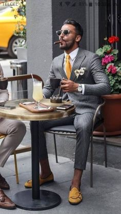 4 men's fashion trends for 2019 - Kleidung und Stil - Men's Shoes Herren Style, Designer Suits For Men, Stylish Mens Outfits, Stylish Man, Simple Outfits, Casual Outfits, Mens Fashion Suits, Fashion Pants, Gentleman Style