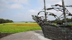 Visit Murrisk on the Wild Atlantic Way and enjoy the many pleasant walking trails from Murrisk view point around Clew Bay and to Croagh Patrick, Ireland's holy mountain. Overlooking the sea is the dramatic National Famine Monument. #mayo #ireland #nature