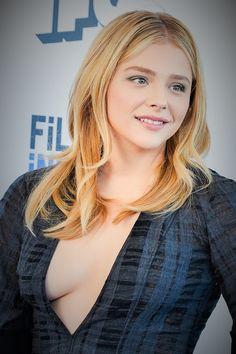 "the-blue-mattress: "" Oh yeah, Chloe "" 👀👀 Chloe Morets, Chloe Grace Moretz, Hollywood Celebrities, Beautiful Actresses, American Actress, Gorgeous Women, Beauty Women, Blond, Celebs"