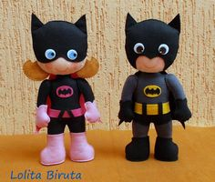 Batman e Batgirl em feltro. Actually has a link to a cute Matryoshka . Felt Patterns, Stuffed Toys Patterns, Felt Fabric, Fabric Dolls, Felt Diy, Felt Crafts, Batman E Batgirl, Puzzle Photo, Operation Christmas Child