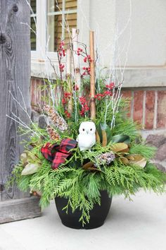 38 Inexpensive Winter Planter Ideas For Home To Try Asap Christmas Window Boxes, Christmas Urns, Christmas Projects, Christmas Holidays, Christmas Wreaths, Outdoor Christmas Planters, Outdoor Christmas Decorations, Holiday Decor, Outdoor Planters