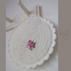 @ sar-bydlení, dekorace: Crochet potholder with embroidery