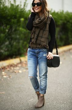 Do you really borrow a pair of jeans from your boyfriend when talking about boyfriend jeans? Of course not. Boyfriend jeans is one of the wide pants for women. They bring women a casual look. Stylish Winter Outfits, Fall Outfits For Work, Fall Winter Outfits, Casual Outfits, Dress Casual, Spring Outfits, Outfit Work, Casual Jeans, Work Attire