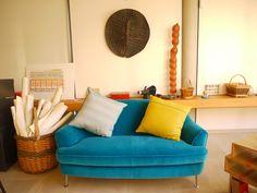 ( invitation into Sir Terence Conrans London flat ) Modern Room, Interior Design Inspiration, Home Living Room, Love Seat, Home And Garden, Couch, Pillows, Terence Conran, Spaces