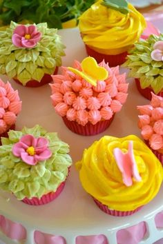Cute for little girl baby shower! Spring & Flower theme cupcakes