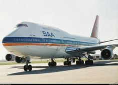 South African Airways old colours Boeing 747 Boeing Aircraft, Passenger Aircraft, International Civil Aviation Organization, Jumbo Jet, Air Photo, Commercial Aircraft, Military Aircraft, South Africa, Cool Photos