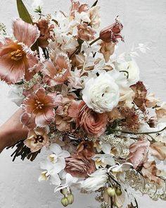 Ideas For Flowers Arrangements Wedding Bouquets Bridesmaids Floral Design Fall Wedding Flowers, Wedding Flower Arrangements, Bridal Flowers, Floral Centerpieces, Flower Bouquet Wedding, Floral Wedding, Bouquet Flowers, Blush Flowers, Flower Decorations
