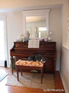 Love the deco on the piano, and the fabric cushion added to the bench! Piano Living Rooms, Living Room Decor, Dining Room, Upright Piano Decor, Interior Decorating, Piano Decorating, Decorating Ideas, Decor Ideas, Room Ideas