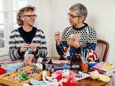 Arne og Carlos knitting