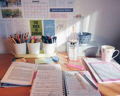 68 Ideas College Desk Organization Diy Student Study Tips For 2019 College Problems, Study Desk, Study Space, School Motivation, Study Motivation, Studyblr, Study Organization, Study Areas, Study Hard