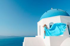 Artistic photoshoots & flying dress rental in Santorini, Greece. Magic pictures from the most romantic island of the world! Stunning Dresses, Unique Dresses, Fly Dressing, Dress Rental, Greece Holiday, Romantic Getaways, Holiday Photos, Most Romantic, Female Portrait