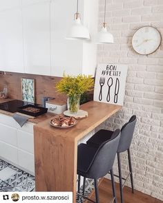 The 26 Greatest Small Kitchen Design Ideas for Your Tiny Spa.- The 26 Greatest Small Kitchen Design Ideas for Your Tiny Space Source by xoLouisa - Studio Kitchen, New Kitchen, Studio Apartment Kitchen, Brick Wall In Kitchen, Small Dining Table Apartment, City Apartment Decor, Funny Kitchen, Dining Room, Awesome Kitchen