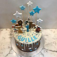 Tarta buttercream con dripp de chocolate blanco El Rey León. Chocolate Blanco, Birthday Cake, Cupcakes, Desserts, Food, Fondant Cakes, Lolly Cake, Candy Stations, One Year Birthday