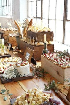 47 ideas party food buffet catering for 2019 Decoration Buffet, Deco Buffet, Rustic Buffet, Food Table Decorations, Wedding Decorations, Cheese Table, Cheese Bread, Cheese Trays, Cheese Display