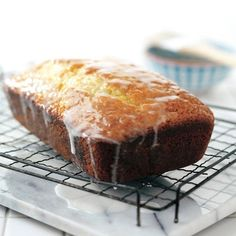 This lemon yogurt loaf sounds great with a cup of tea or coffee! Looking at the recipe, it seems super easy as well. No Bake Desserts, Just Desserts, Delicious Desserts, Dessert Recipes, Dessert Ideas, Dinner Recipes, Loaf Recipes, Pound Cake Recipes, Baking Recipes