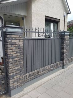 3 Top Tips: Modern Front Yard Fence horizontal fence cedar.Fence And Gates Plants fence painting cuprinol. Low Fence, Front Yard Fence, Fenced In Yard, Front Yards, Brick Fence, Concrete Fence, Gabion Fence, Fencing, Metal Fences