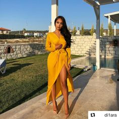 Chrissy normally will wear a brightly coloured outfit either red or yellow which is why i choose this image to represent her. Dressy Outfits, Chic Outfits, Yellow Outfits, Older Women Fashion, Womens Fashion, Mode Instagram, Mode Ootd, Women Lifestyle, Lifestyle Blog