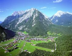 Das Tor zum Karwendel. http://www.seefeld.com/region-tirol-orte-scharnitz