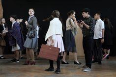 """Spektakl przygotowany przez ubiegłorocznych drugoklasistów """"Migracje"""", zaprezentowany podczas inauguracji nowego roku szkolnego 2016/2017"""