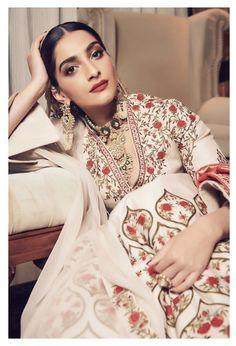Like It 👍 or Love It 😘 Sonam Kapoor Ahuja looks Super gorgeous Bollywood Celebrities, Bollywood Actress, Indian Hindi, Desi Wear, Ethnic Outfits, Sonam Kapoor, Diva Fashion, Ethical Fashion, Beautiful Bride