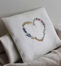 Beautiful embroidery to personalize and soften around your home. (site in italian)