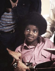 Best throwback photos of Michael Jackson on his birthday written by Joi Pearson for Rolling Out Photos Of Michael Jackson, Michael Jackson Smile, Michael Love, The Jackson Five, Jackson Family, Paris Jackson, The Jacksons, King Of Music, American Singers