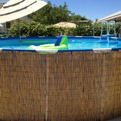 "How cute and ""islandy"" is this :P Above ground pool disguised with bamboo."