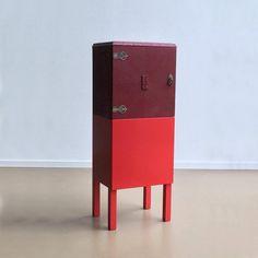 Oude #kasten met een nieuw #design. meubel een prachtige combinatie van kleur en bewerking. Van robuust geschuurd hout met een hoogglans afwerking tot aan 'color blocking'.