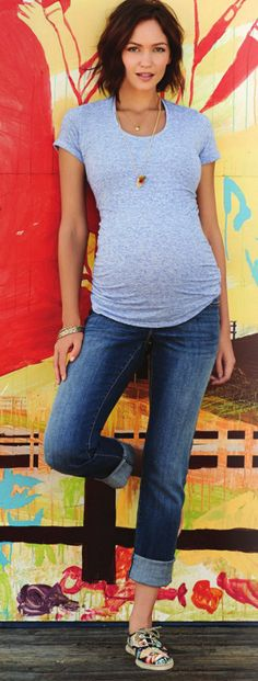 pregnancy style : t shirt, jeans, sneakers @Matty Chuah Bump @Matty Chuah Knot