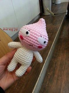 통통한 볼이 귀여운 어피치를 만들어 보아요~~ 아이돌실 복숭아솜털색,크림색에 모사용 5호 바늘 사용했습... Crochet Crafts, Crochet Dolls, Crochet Projects, Free Crochet, Knit Crochet, Knitted Shawls, Amigurumi Doll, Kids And Parenting, Free Pattern