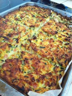 Ingredients - 3 large zucchini - 1 onion - 5 eggs - 4 TBS of oat bran (or 1 cup of flour if you're not on a low-carb diet!) - 150g of diced lean bacon - 2 TBS of finely grated parmesan cheese (opti...