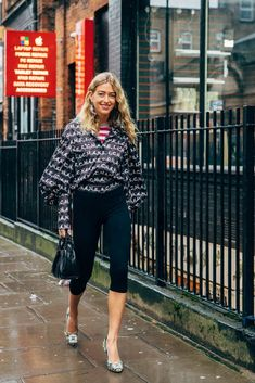 London Fashion Week Street Style Is Here to Bring You Nonstop Outfit Inspiration Fashion Tips For Women, Fashion Advice, Fashion News, Fashion Trends, High End Fashion, Star Fashion, Fashion Photo, Autumn Street Style, Street Style Women