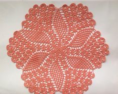 This beautiful, lacy doily , a lovely accent for your home or office. Doilies are a nice finishing touch to any table or dresser. The napkin is a beautiful exquisite gift to a loved one. Napkin made crochet 100% cotton , suitable to any interior. Color: Peach Please note that colors
